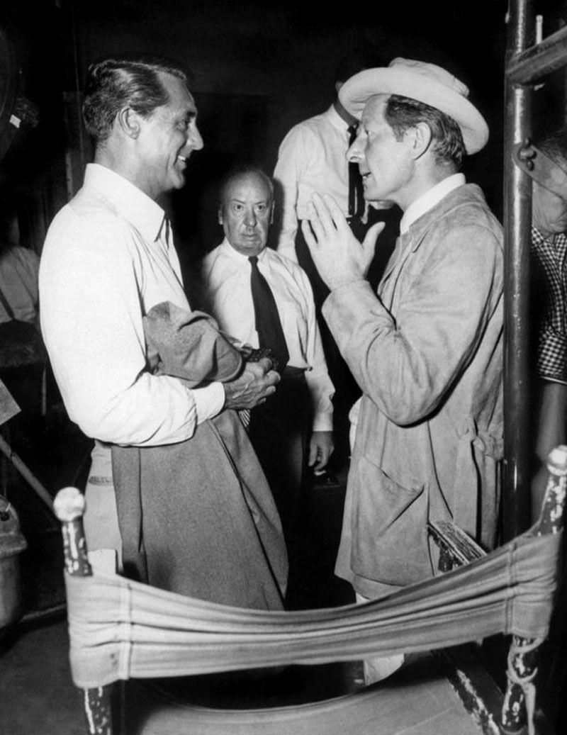 """Cary Grant, Danny Kaye y Alfred Hitchcock durante el rodaje de """"Atrapa a un ladrón"""" (To catch a thief), 1955"""