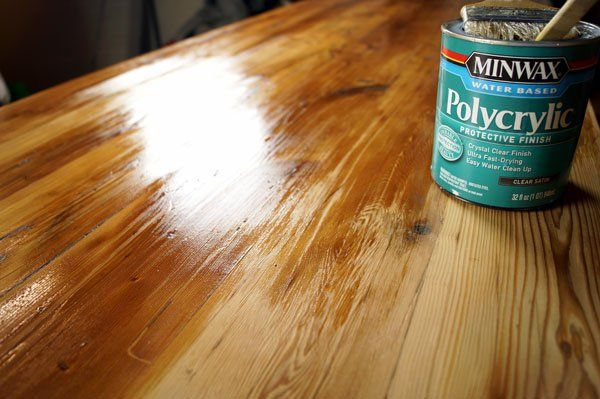 Applying Polyurethane To The Tabletop How To Apply Polyurethane Reclaimed Wood Diy Staining Wood