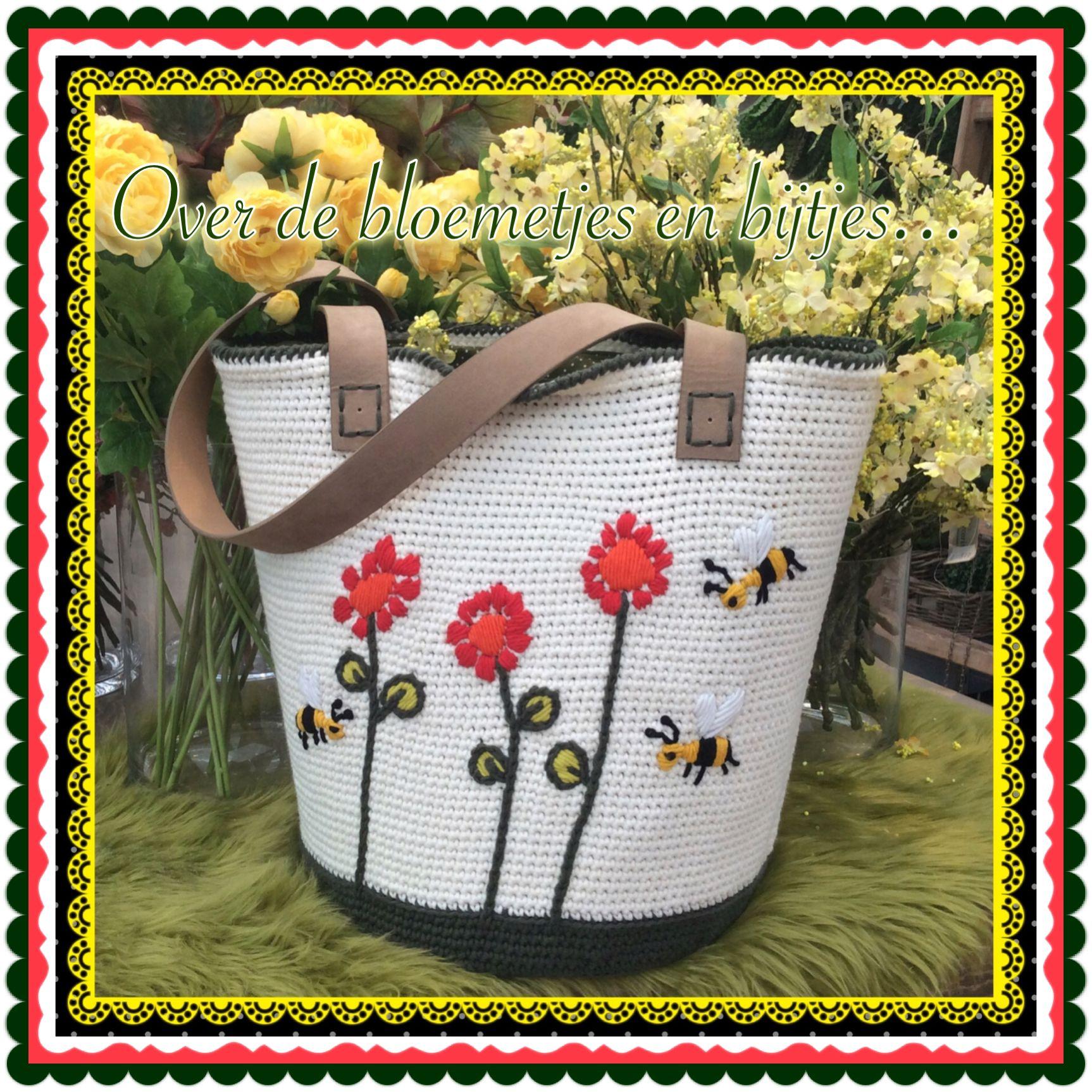 Gehaakte tas met vasten. Daarna bloemetjes en bijtjes erop geborduurd.  Gehaakt met By Claire Nr.2 Door: Maak het Hip.