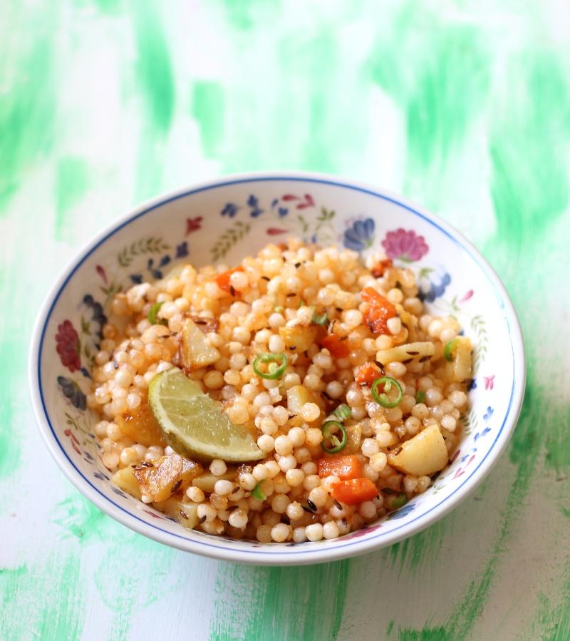 Merry Tummy Sabudana Kichadi Fast Recipe Tips On How To Make Non Sticky Kichadi Is Sabudana Sago Tapioca Good For Heal Food Hacks Recipes Wholesome Food