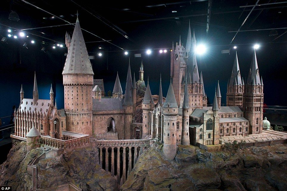 Harry Potter And The Film Makers Magic Incredibly Detailed Model Of Hogwarts Castle Used For Every Film In Blockbusting Series Is Revealed For The First Time Harry Potter Museum Harry Potter Studio