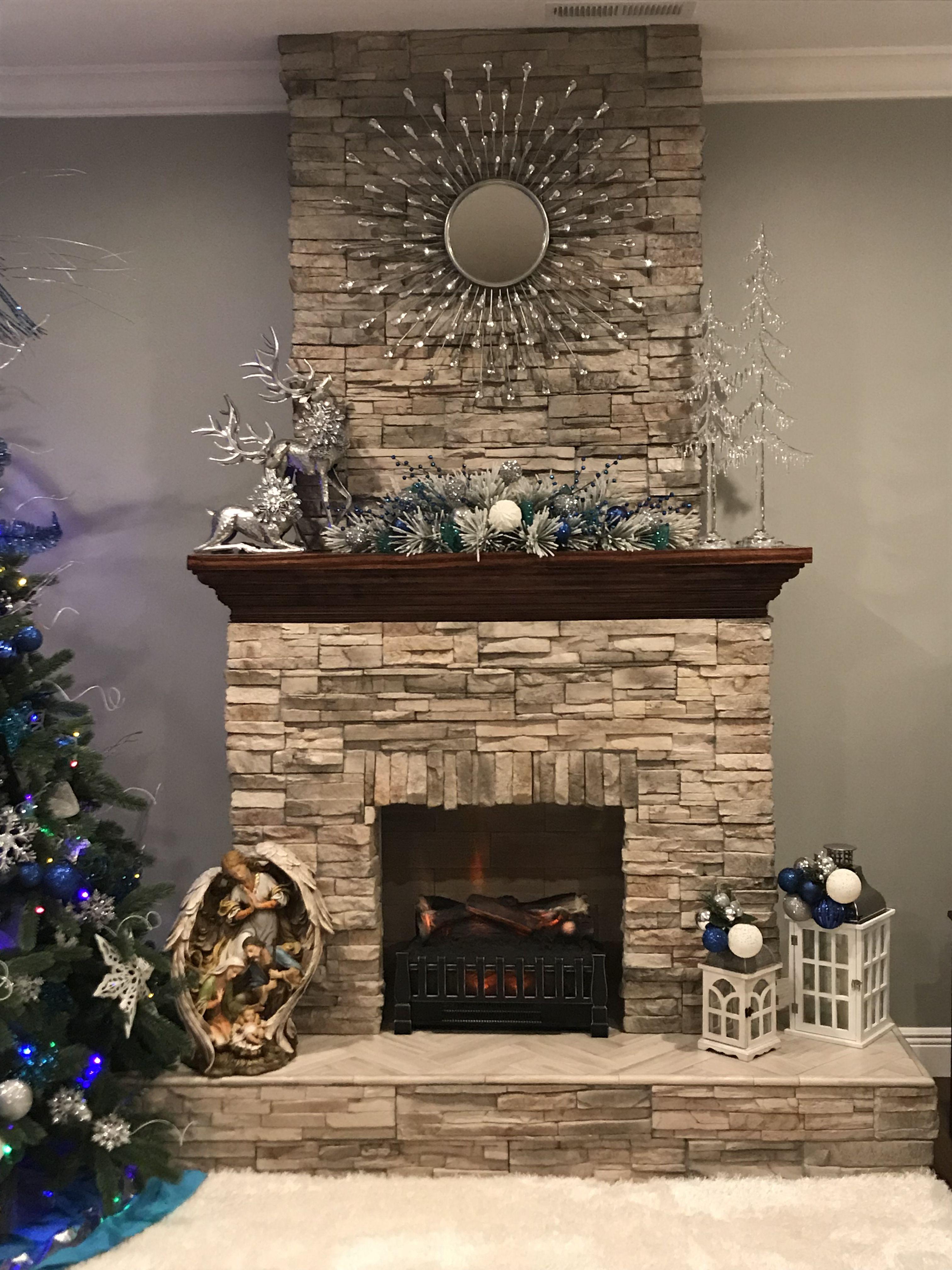 Fireplace Christmas Christmas Decor Blue And Silver Ornaments Navidad Chimenea Adornos De Navida Chimeneas De Pared Chimeneas Modernas Diseno De Chimenea