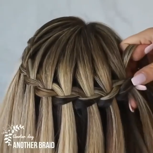 SUPER EASY BRAIDED HAIRSTYLE