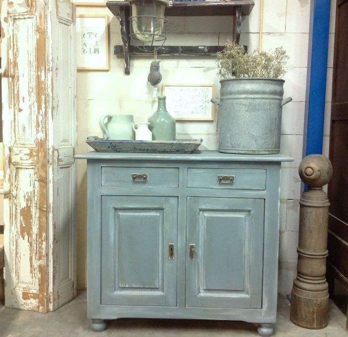 Stoere oude commode