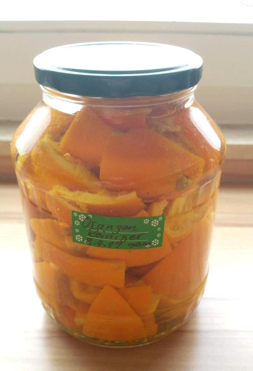 Entkalker und Reiniger aus Orangenschalen & Essig selbst