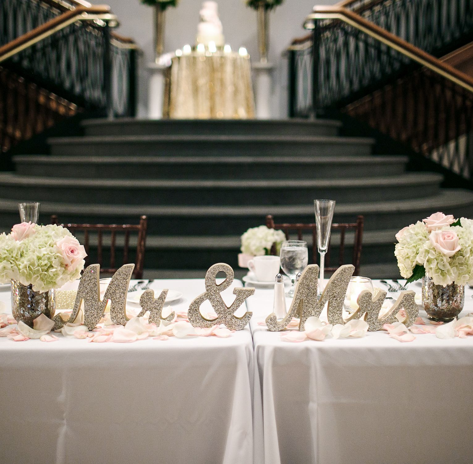 Classy sweetheart table ideas for the bride and groom mr for Bridal decorations