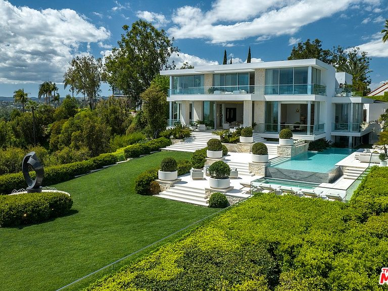 1500 Gilcrest Dr Beverly Hills Ca 90210 Mls 19464678 Zillow Property Design California Homes Mansions Luxury