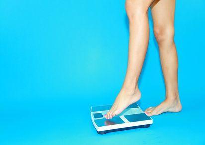 """一日で2kg減っても痩せてない。""""体重ダイエット""""は間違いだらけ………管理栄養士の梅原祥太です。 ダイエットで悩んでいる方の多くは、体重計に何回も乗っ - Yahoo!ニュース(女子SPA!)"""