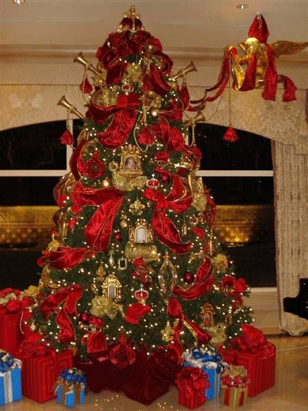 Traditional Christmas tree Exquisite professional Christmas decor ...