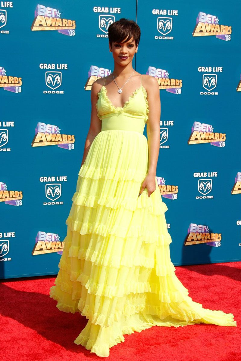 Yellow dress rihanna  Rihanna in a yellow pageant prom dress at the red carpet of BET