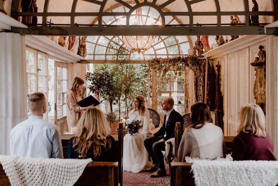Winterliche Hochzeitsromantik Im Ladu Dusseldorf Fotografie Nicole Otto Hochzeitswahn Hochzeitsfarben Hochzeit