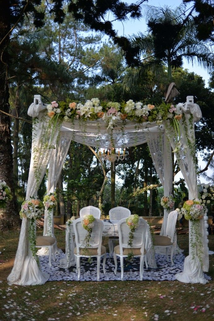 Sweet outdoor wedding with neutral colors in bogor 004 wedding sweet outdoor wedding with neutral colors in bogor 004 junglespirit Image collections