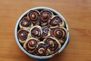 Amazing and easy cinnamon roll recipe! Dough can be made in 5 minutes, a lifesaver for school mornings!