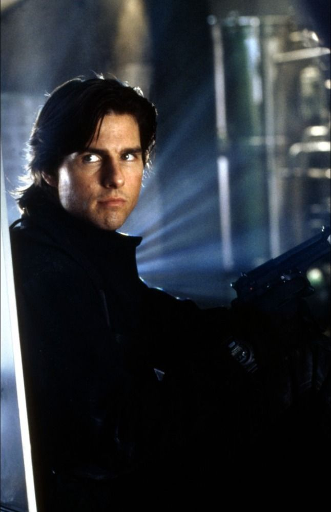 En Images M I 2 Mission Impossible 2 Tom Cruise Mission Impossible Tom Cruise Movies Tom Cruise
