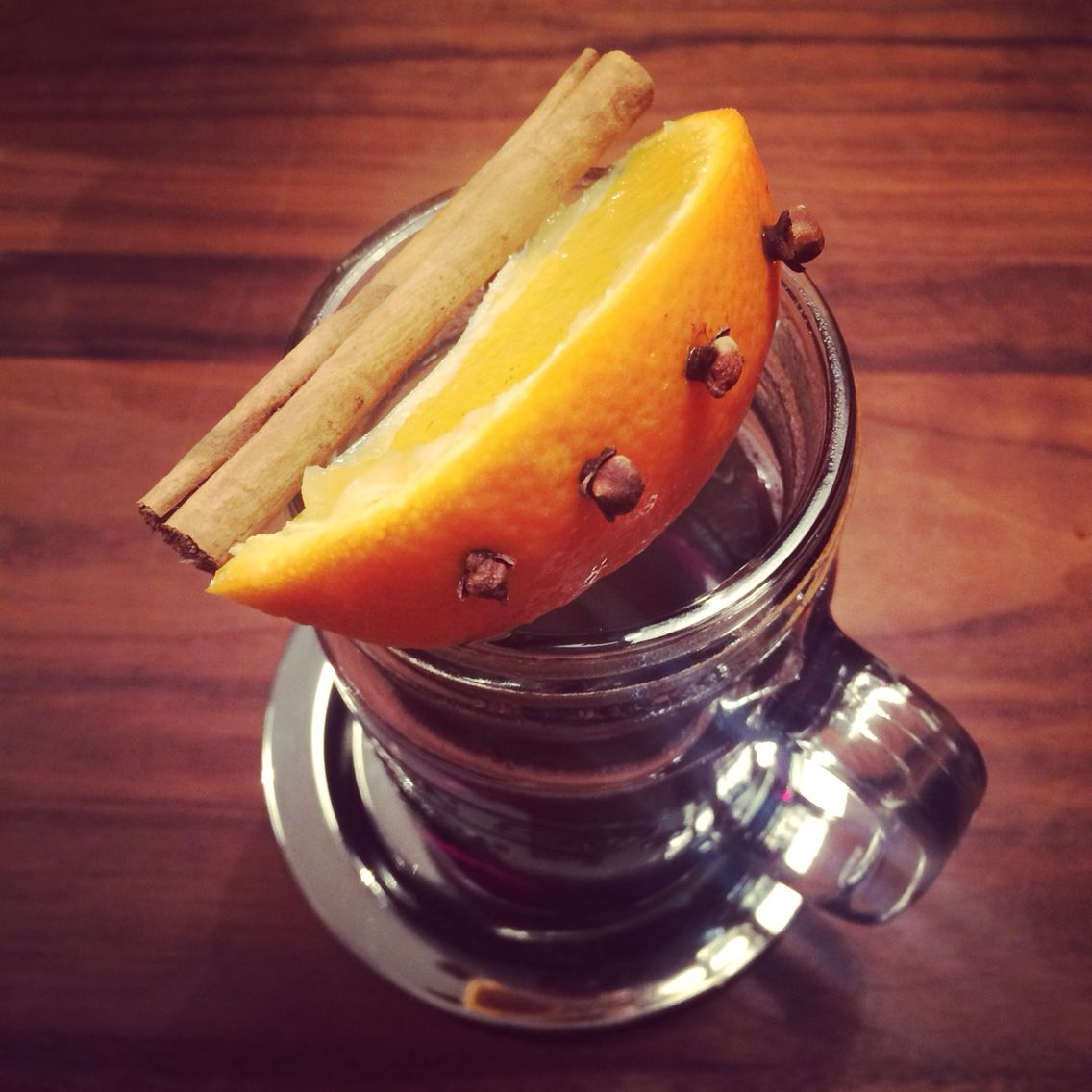Feel Cold Trying If Dow S Hot Port Helps Now A Variation With Orange Kloves And Cinnamon Famous Cocktails Homemade Hot