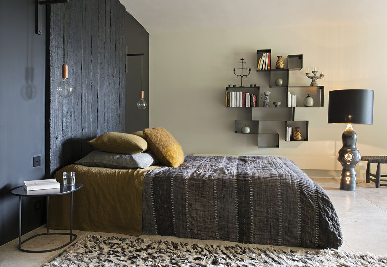 Walra Portland Antraciet.Marie Laure Helmkampf Interior Design Dark Walls Bedroom