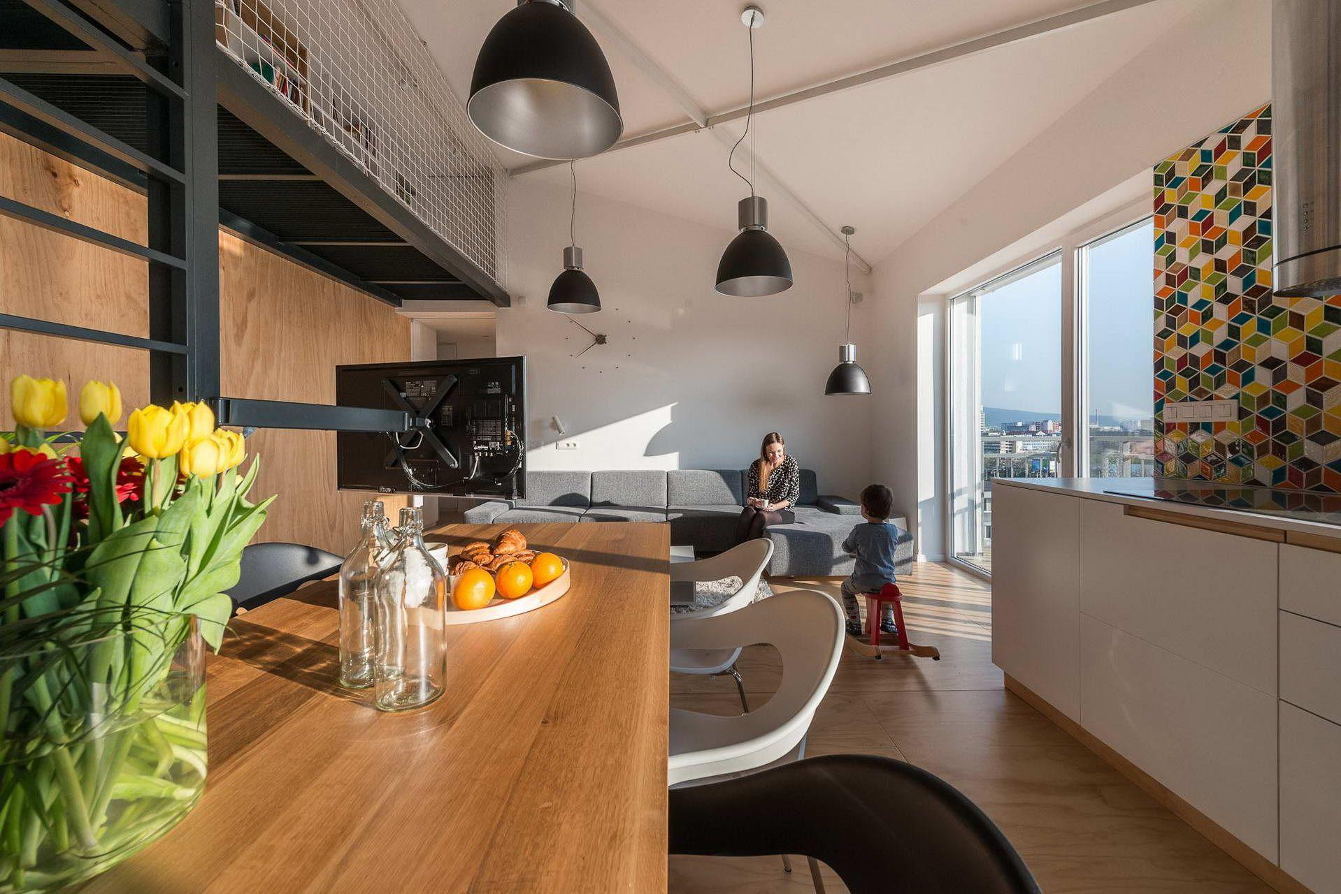 Loft lakás a tetőtérben - 95 négyzetméter 3 szoba és egy 4 tagú ...