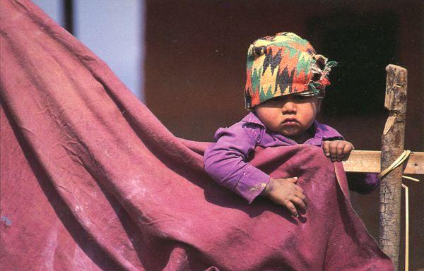 Enfants du monde en cartes postales. NEPAL
