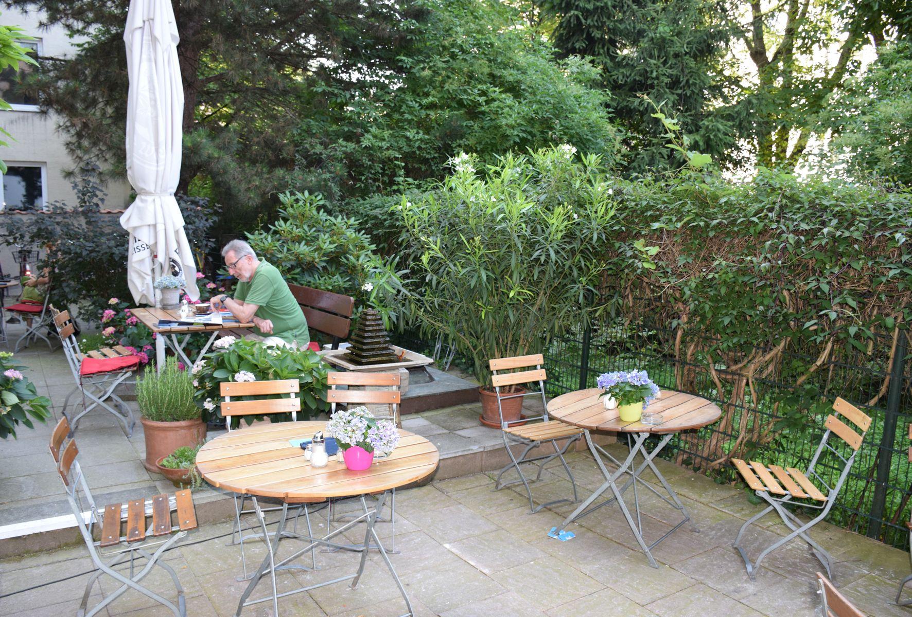 Cafe Im Hinterhof Munchen Pinterest