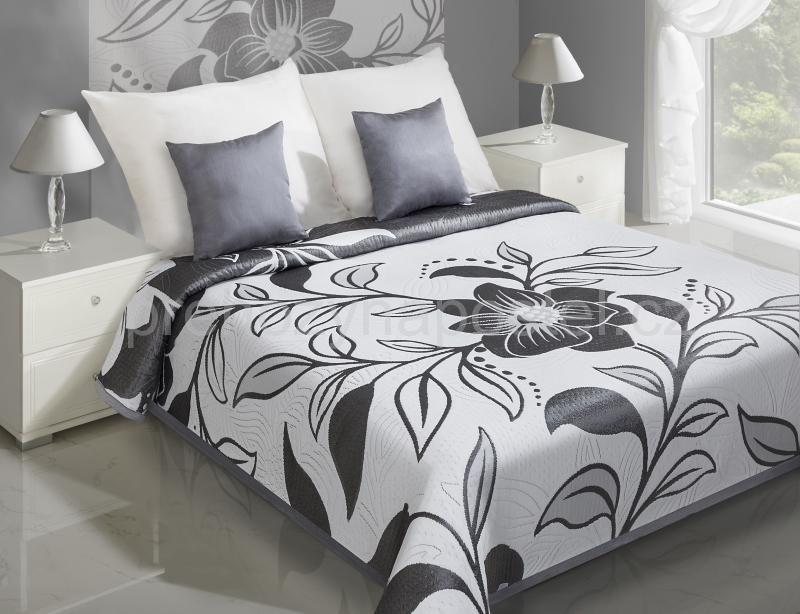 Přehozy na postel bílé s motivem šedého květu