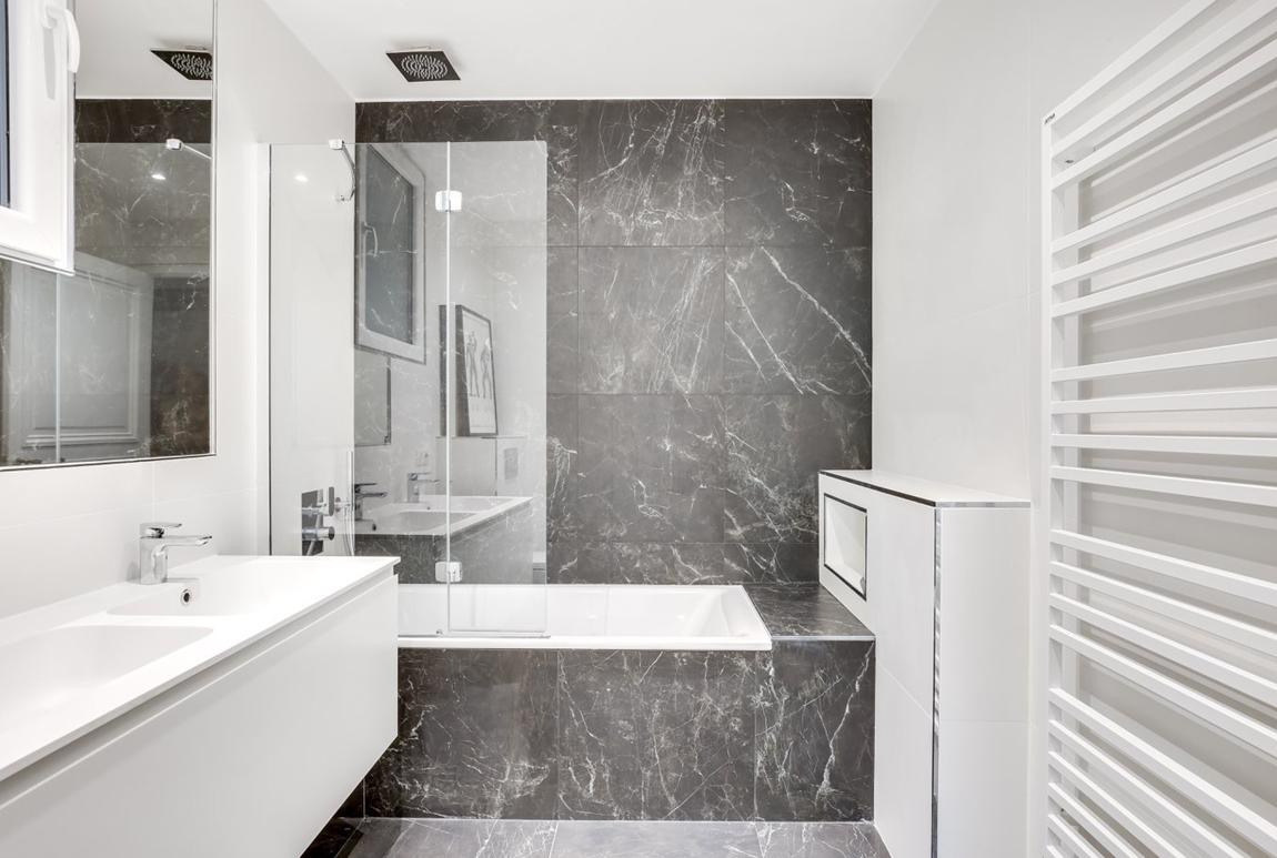 Salle de bain sur mesure en Céramique Sapienstone Pietra Grey et