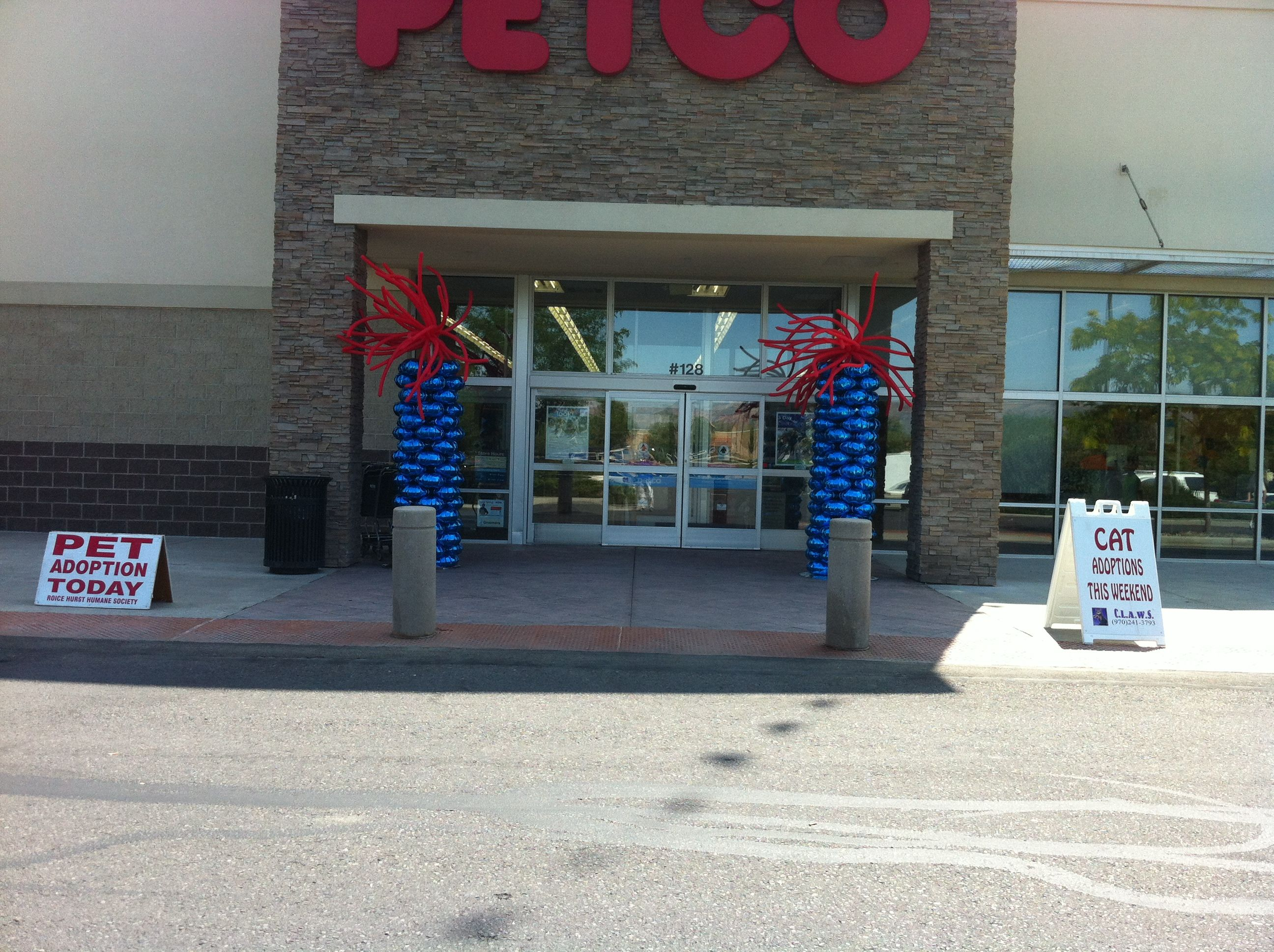 No Grander Way To Open A Store Than With Balloon Columns From Life O The Party Petco Ballooncolumn Grandopening Petco Balloon Columns Pets Cats