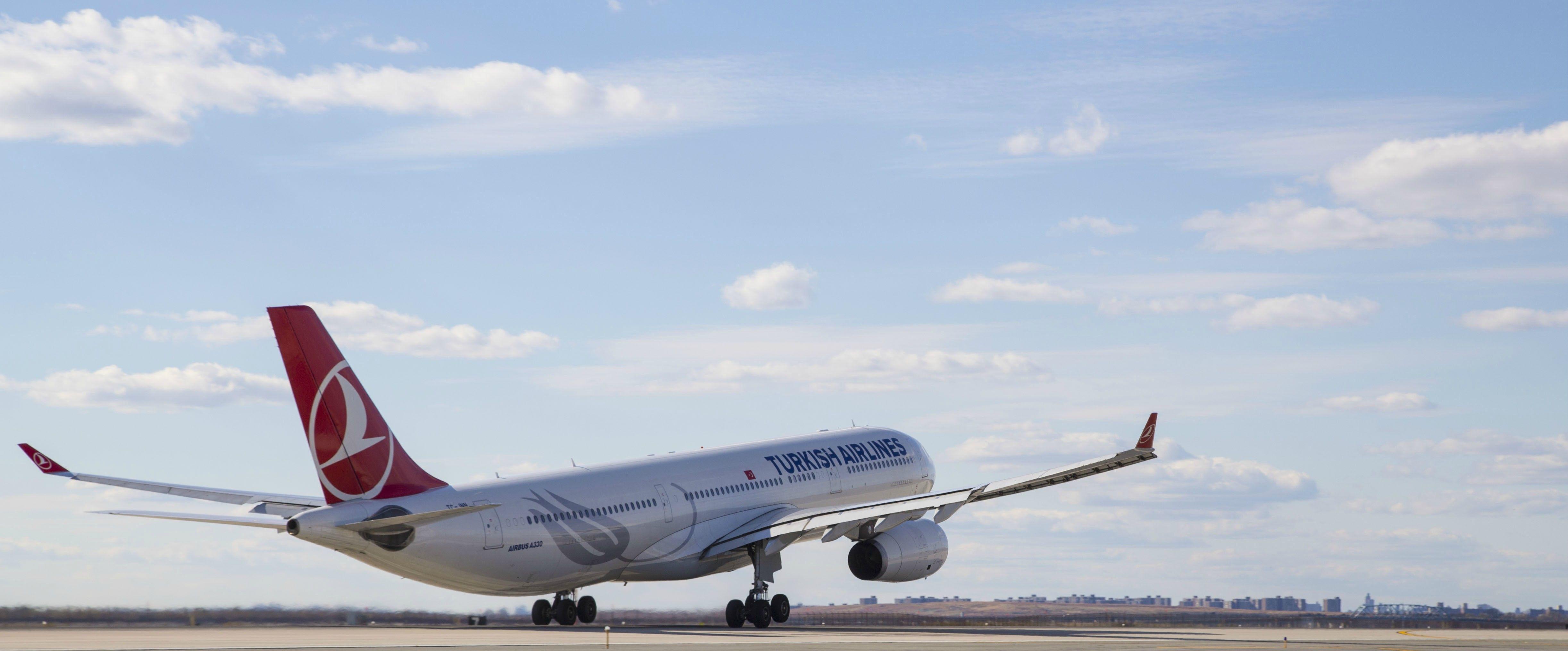 Turkish Airlines A330 rotating off 22R at JFK Avion de