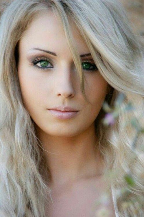 blonde aux yeux verts les r ves. Black Bedroom Furniture Sets. Home Design Ideas