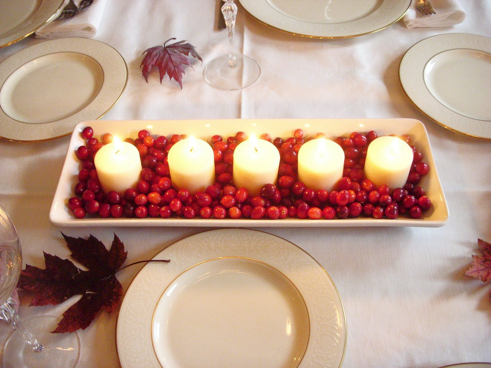 5 Candle Decoration Combination With Some Cranberry For Christmas Centerpiece White Dinner Tablecloth Furniture Essential Best Of