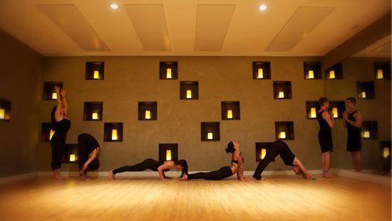 Wall Of Candles Yoga Studio Salas De Yoga Centro De Yoga Sala De Yoga