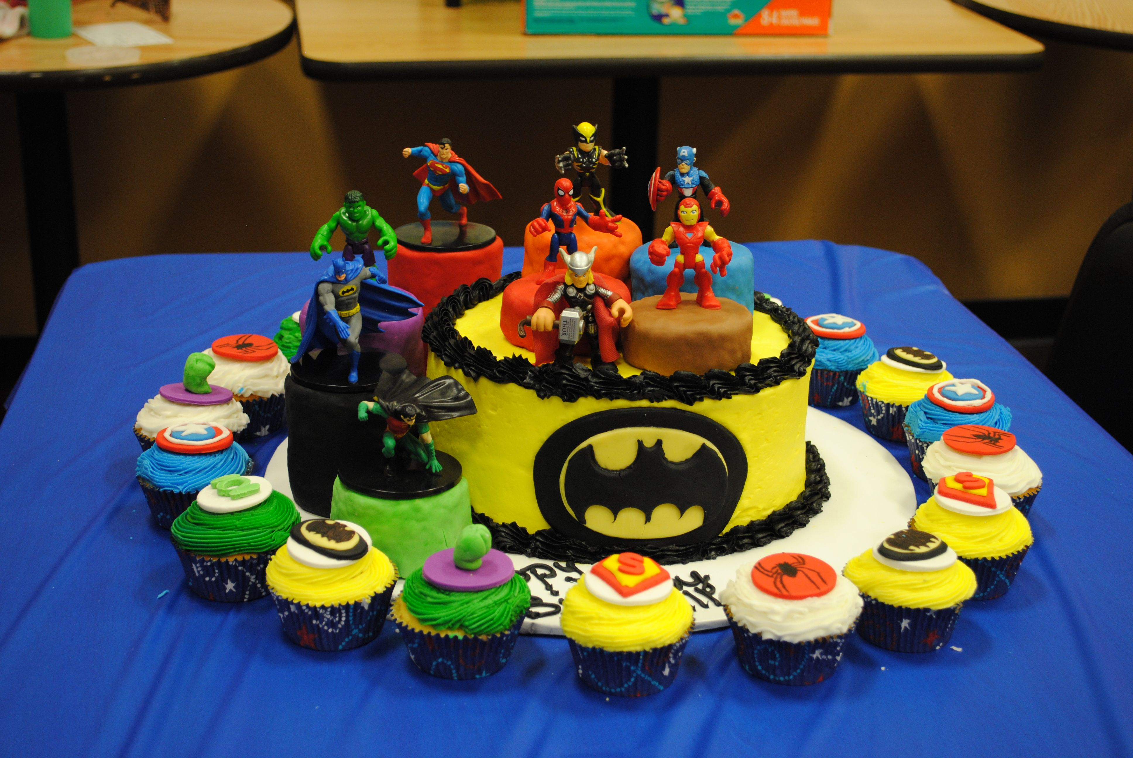Super Heros Cake and Cupcakes
