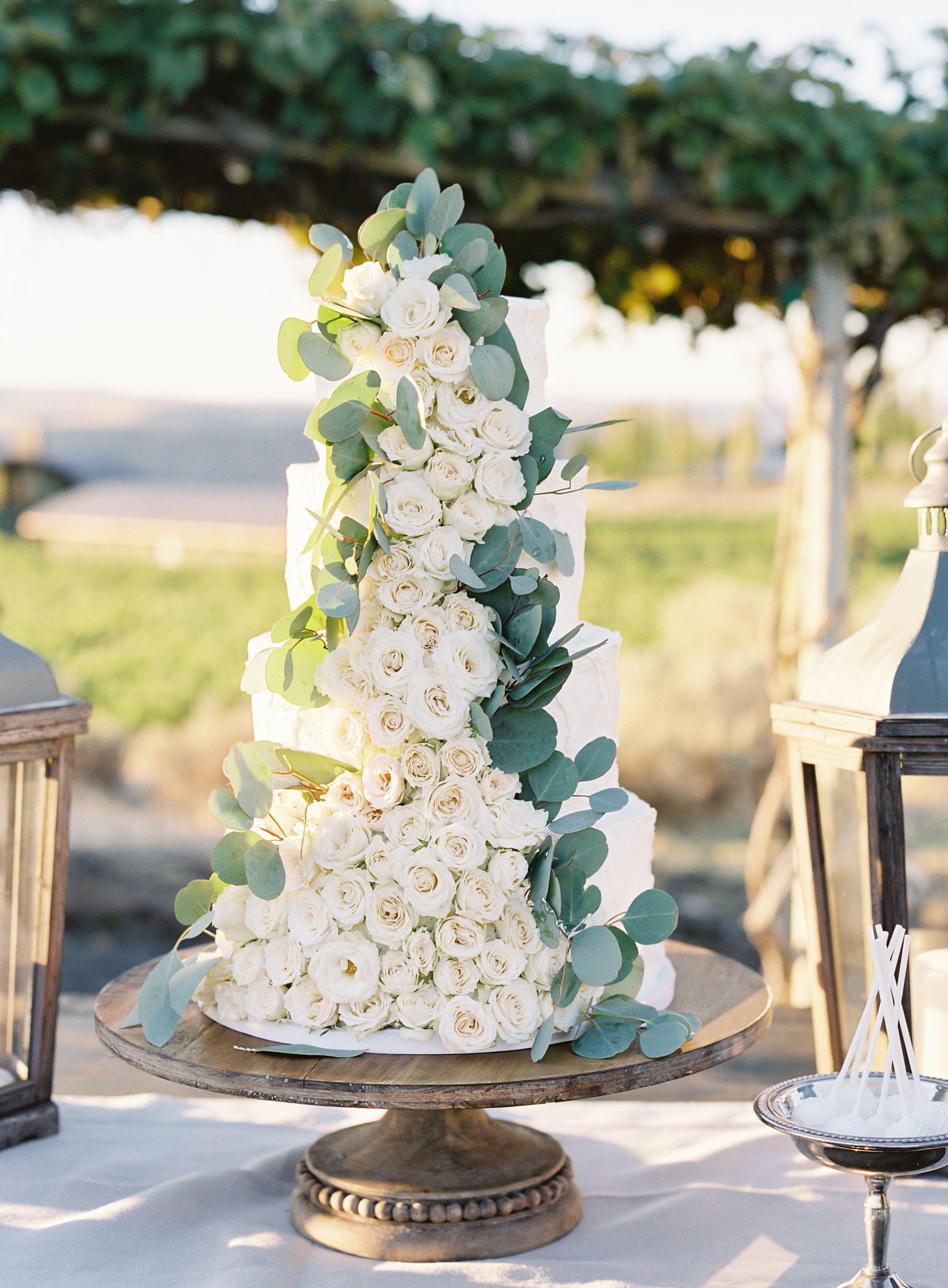 Wedding Cake Romantic Desert In The North West