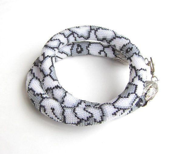 Bead crochet necklace lacy crochet rope   Häkeln Seil, Perlen häkeln ...
