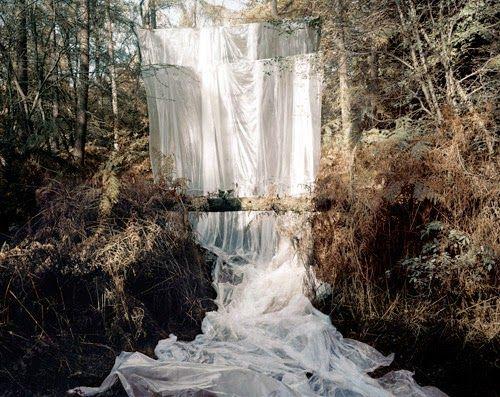 noemie+goudal_waterfallpetit.jpg (500×397)