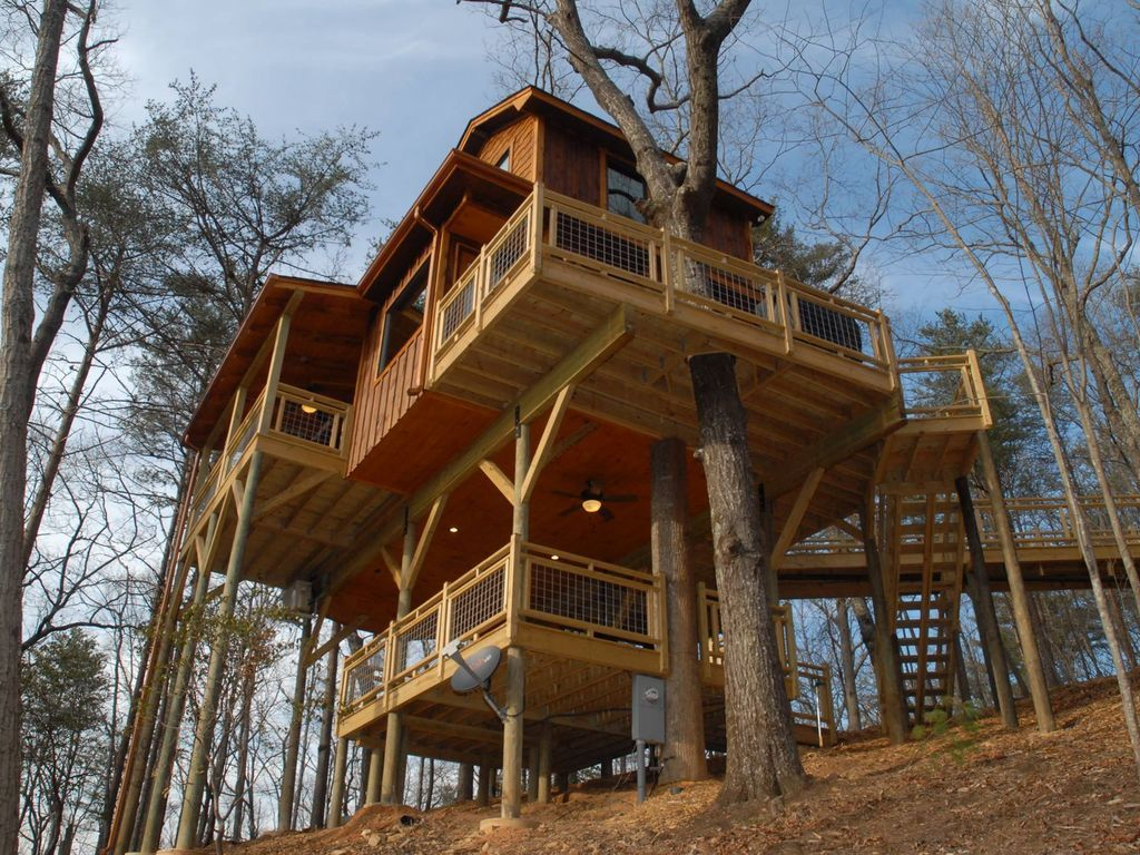 Lower Hot Tub Deck Enjoys Long Range Views Too Tree House