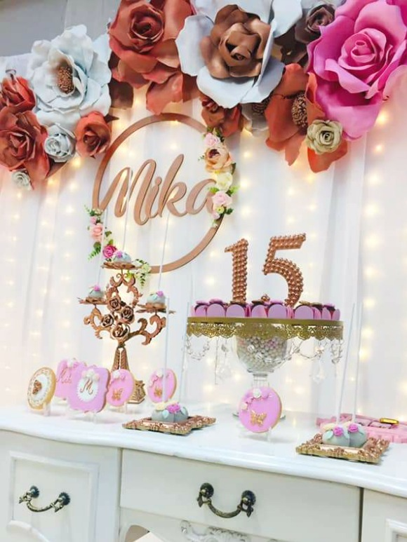 A Floral Themed Quinceanera Is Such A Sweet And Feminine Way To Celebrate A 15th Birthday Flowers Girls Birthday Party Themes Quinceanera Themes Rustic Party
