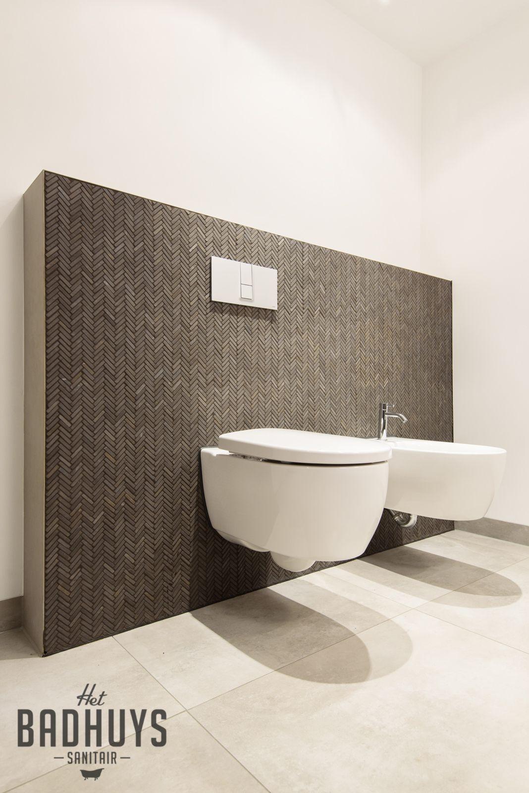 Eigentijdse badkamer met ruime inloopdouche | Het Badhuys ...