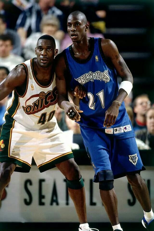 553f7c4b172 Shawn Kemp and Kevin Garnett square off in Seattle. Basketball Legends