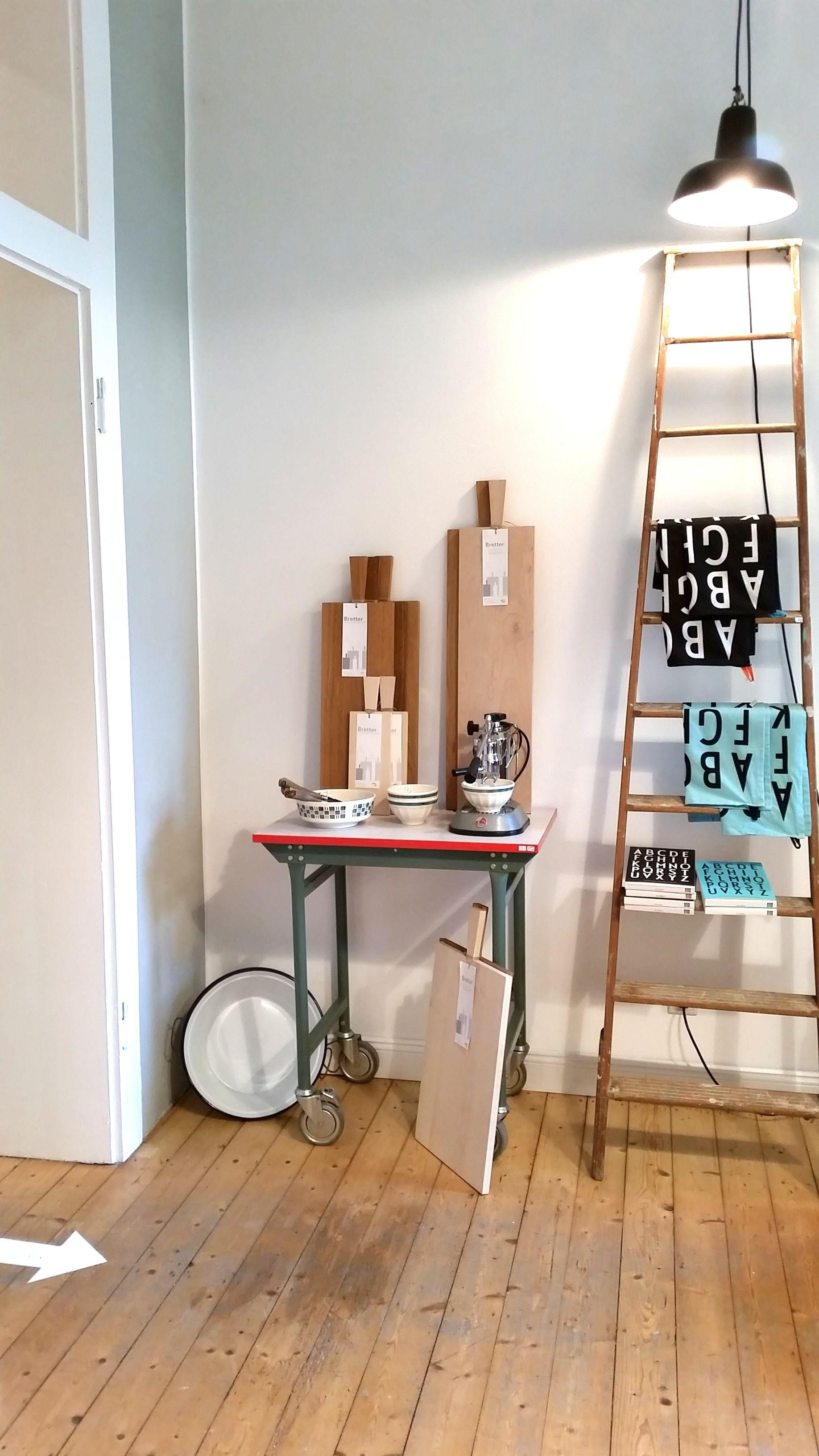 Deko mit vintage Leiter und Industrietisch. Bretter neu von ...