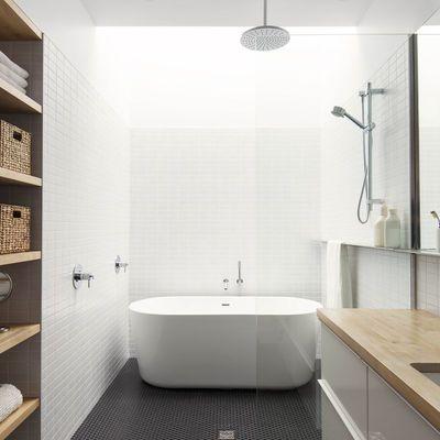Bagno con vasca e doccia Rinnovamento del bagno, Bagni