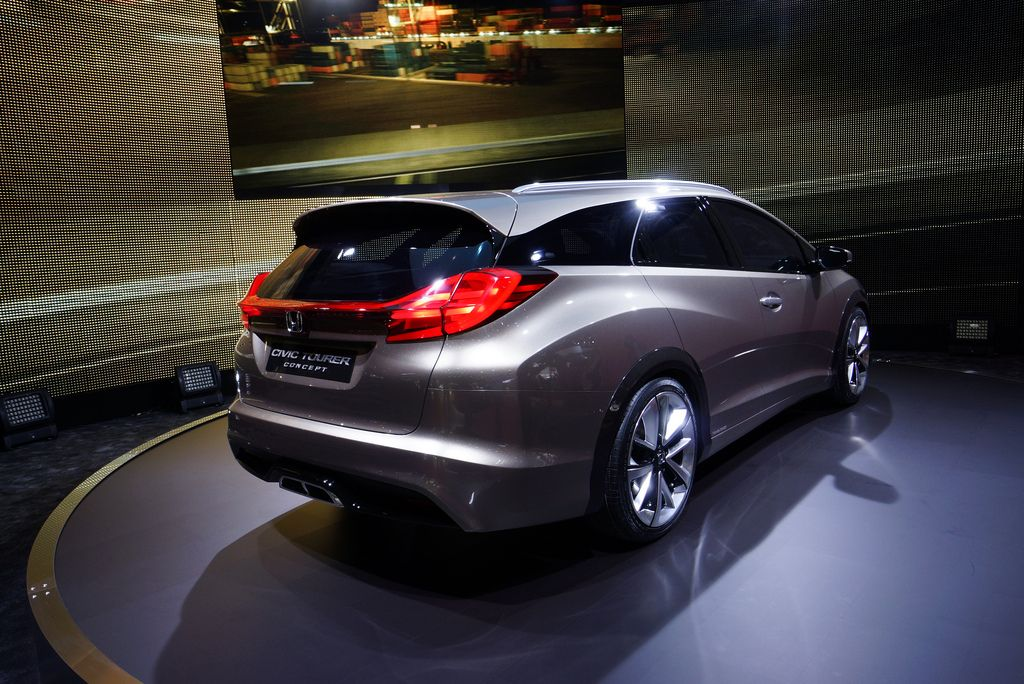 Honda Civic Tourer Concept live photos: 2013 Geneva Motor Show