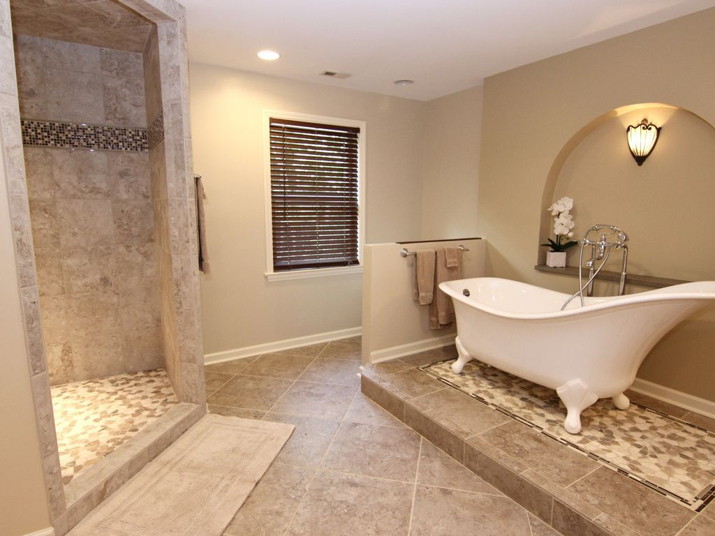 Master Bathroom W Clawfoot Tub Walk In Shower Dual Vanities