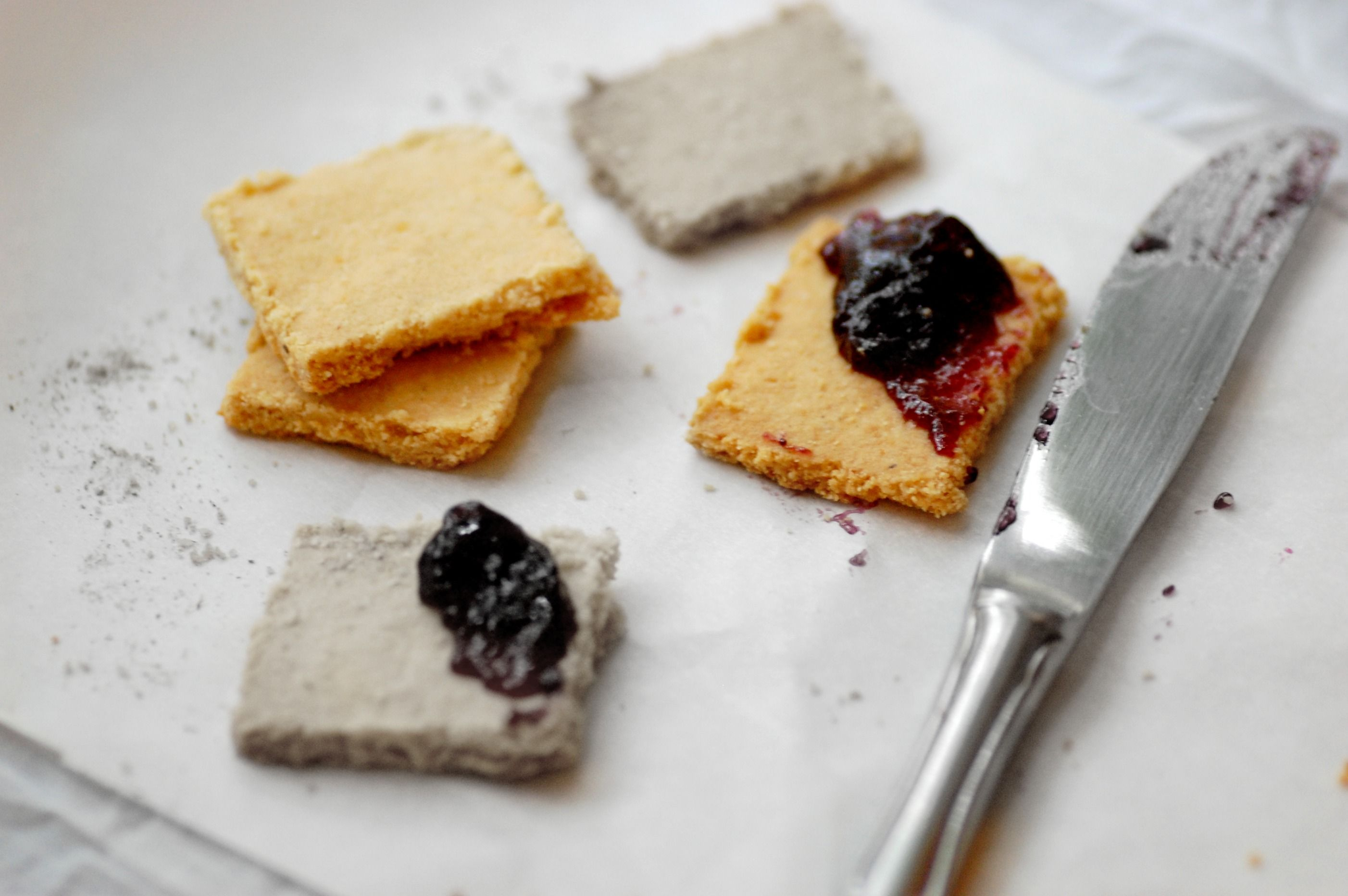 The Chocolate Fig - Journal - Lemon, Lavender & Olive OilCrackers