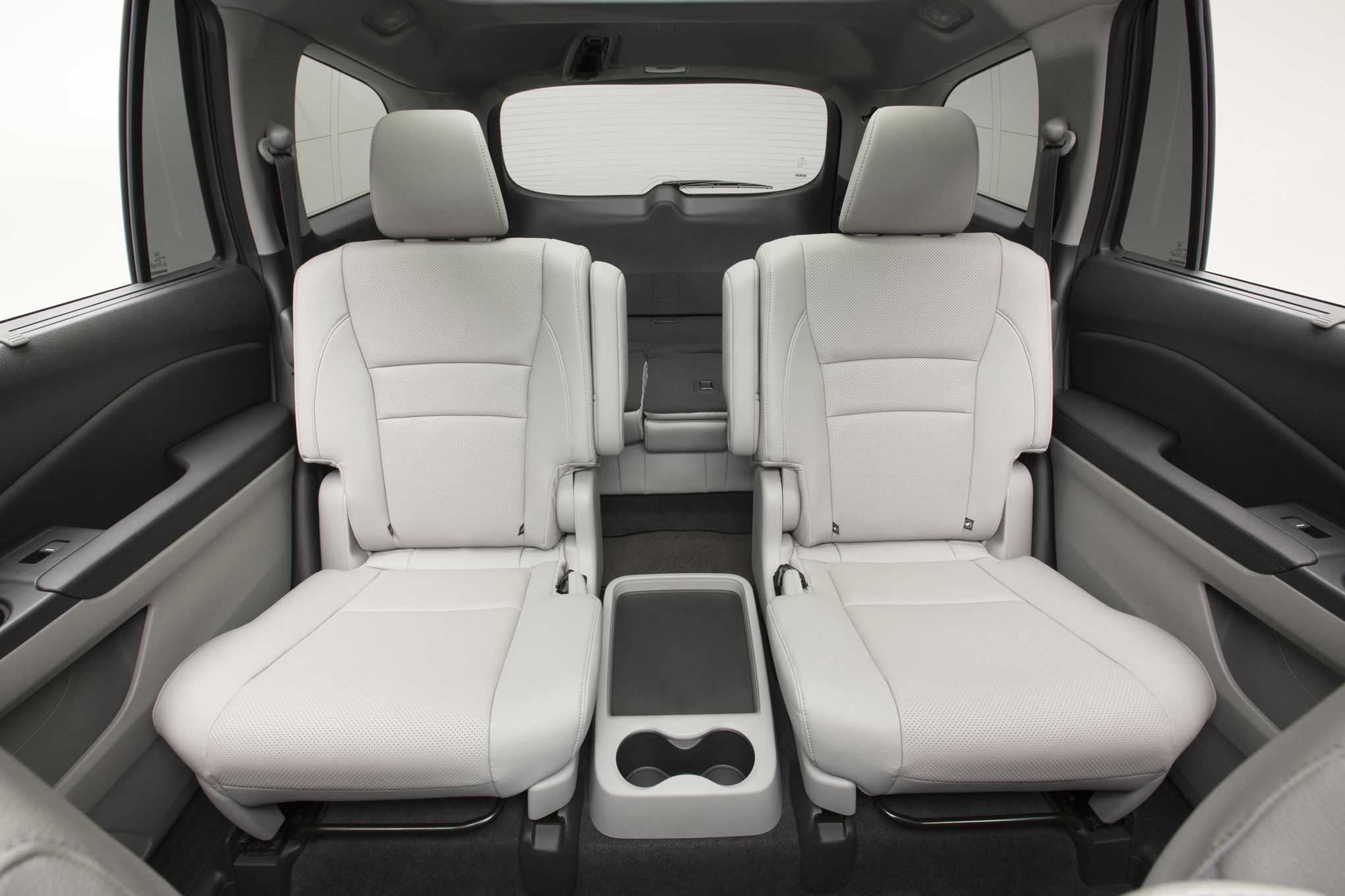 2016 Honda Pilot Captain s chairs available in 2nd row Cool