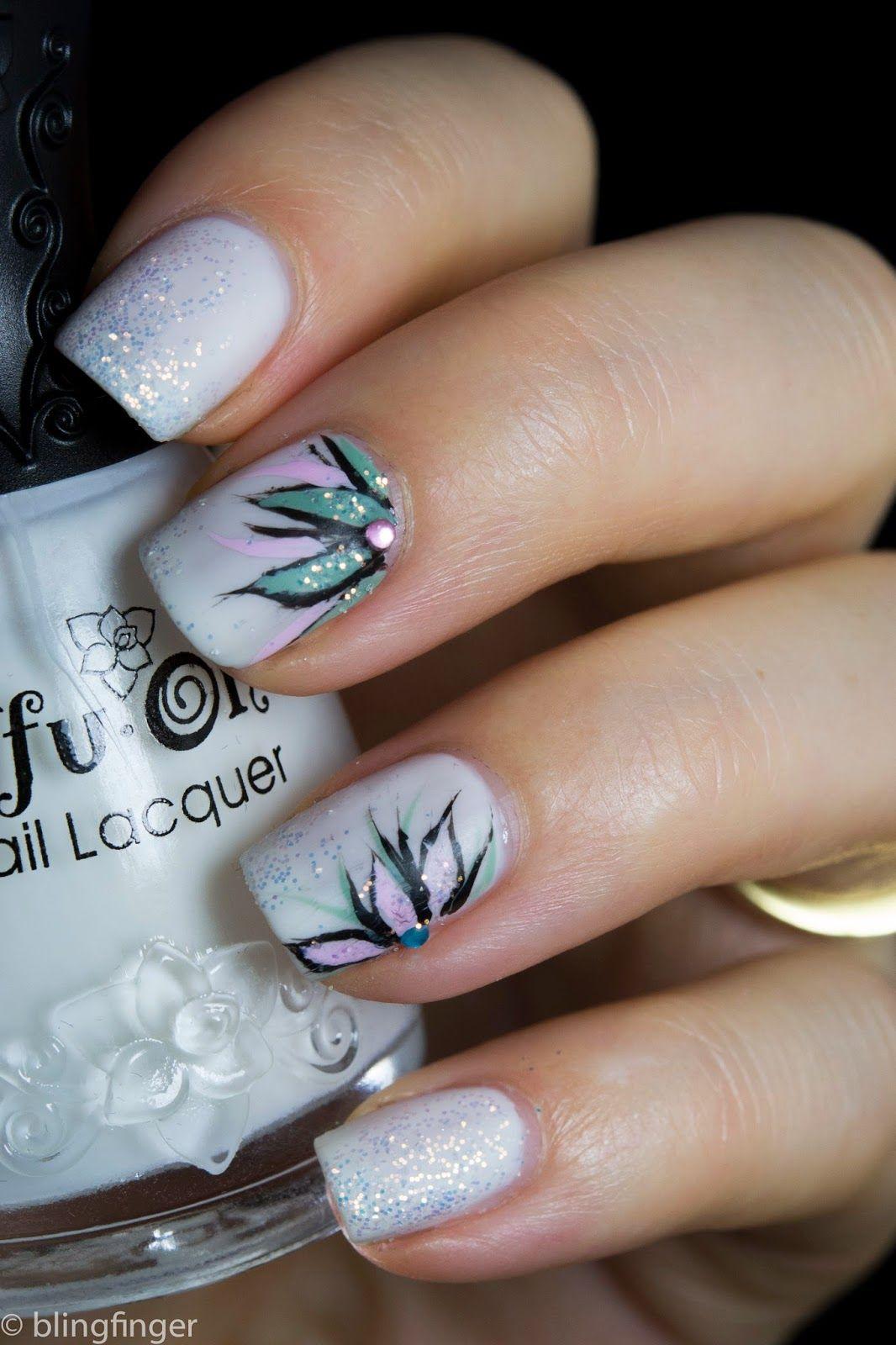 Winter Flower- Nail Art. http://www.blingfinger.net/2014/10/winter-flower-nail-art.html