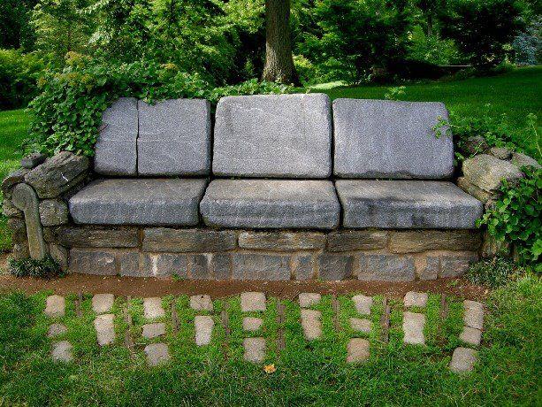 Gartendeko Ideen kreative gartendeko ideen sofa aus steinplatten garten