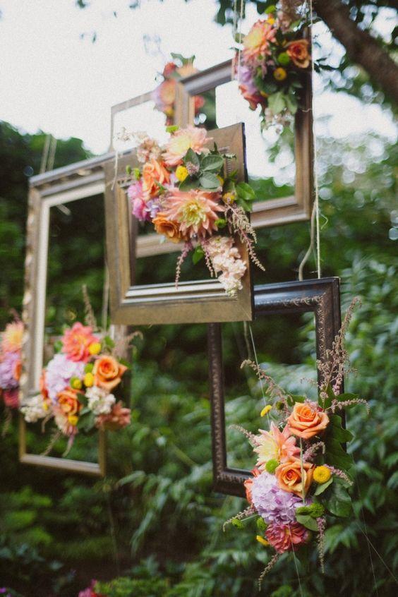 35 Vintage Frames Wedding Decor Ideas   Hanging frames, Weddings and ...