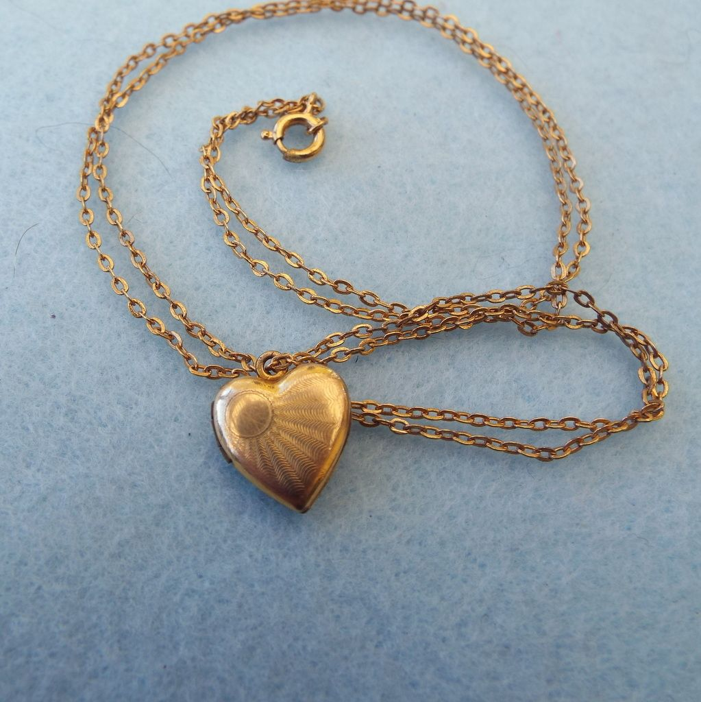 Sweet Petite Classic 1940s 12k Gold Filled Locket Necklace!