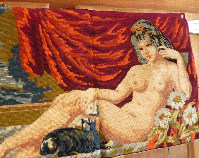 kristina nu fille allongee sur la plage nue