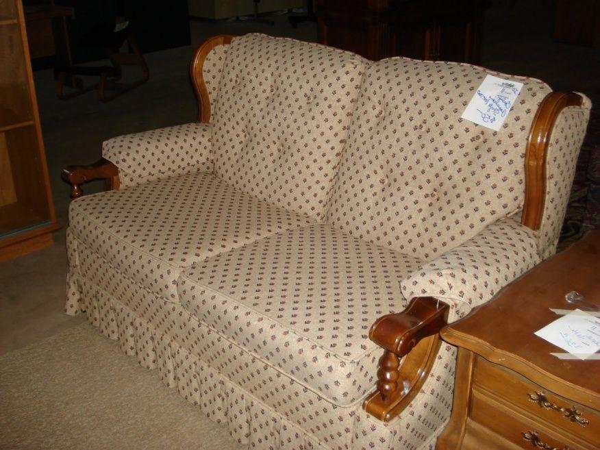 Early American Style Sofas | American sofa, American ...